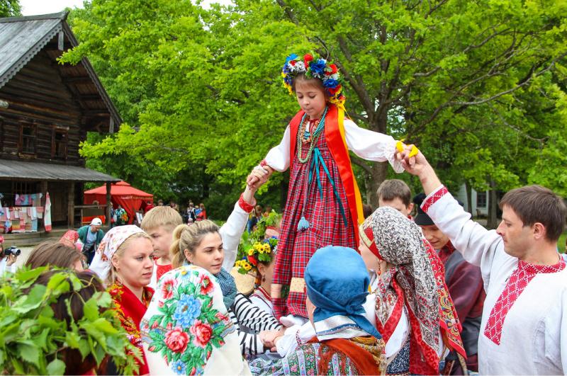 зелёные святки, зелёные святки обряды на руси, зелёные русалии, обряды с берёзой, девичьи обряды, кумовство в древней Руси